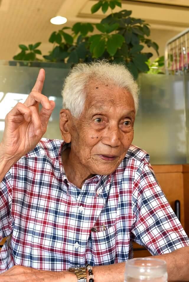 写真4:高橋氏がせっかく生まれてきたのだから、死ぬまで進歩したいと語る様子を表す写真。