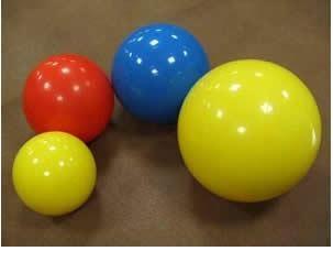 写真1:様々なバランスボールの写真